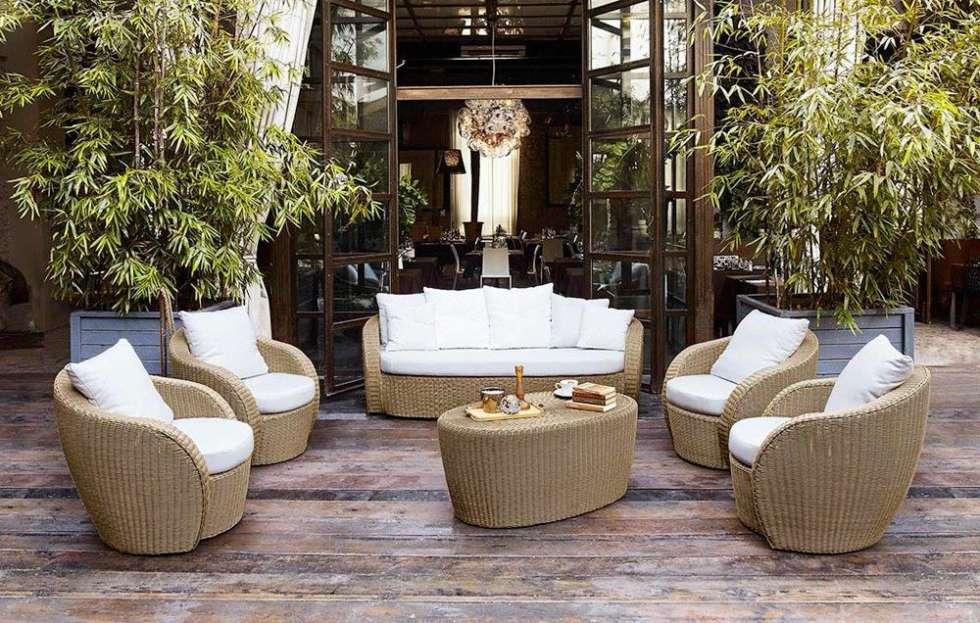 terraza de madera sillas