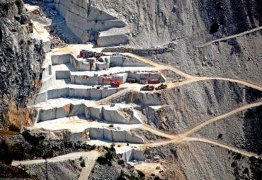cave marmo carrara toscana