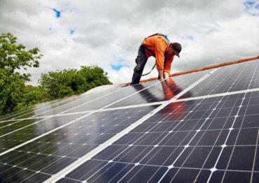 quanto-costa-ristrutturare-il-tetto-pannelli-solari