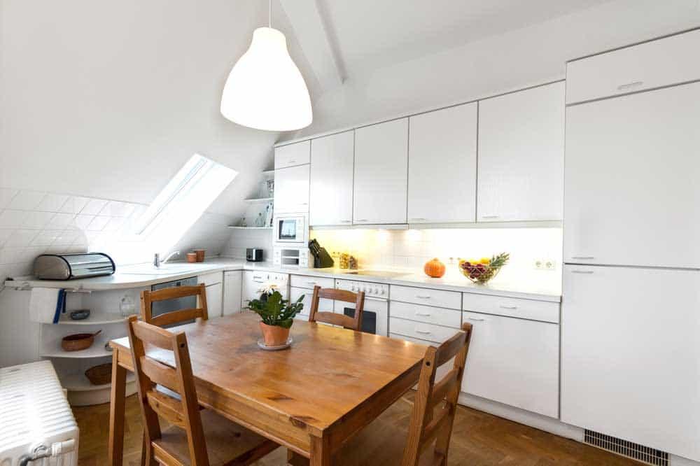 Vivere in mansarda camera cucina - Cucine in mansarda ...