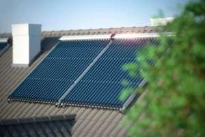 Sonnenkollektoren für Warmwasser und Heizung
